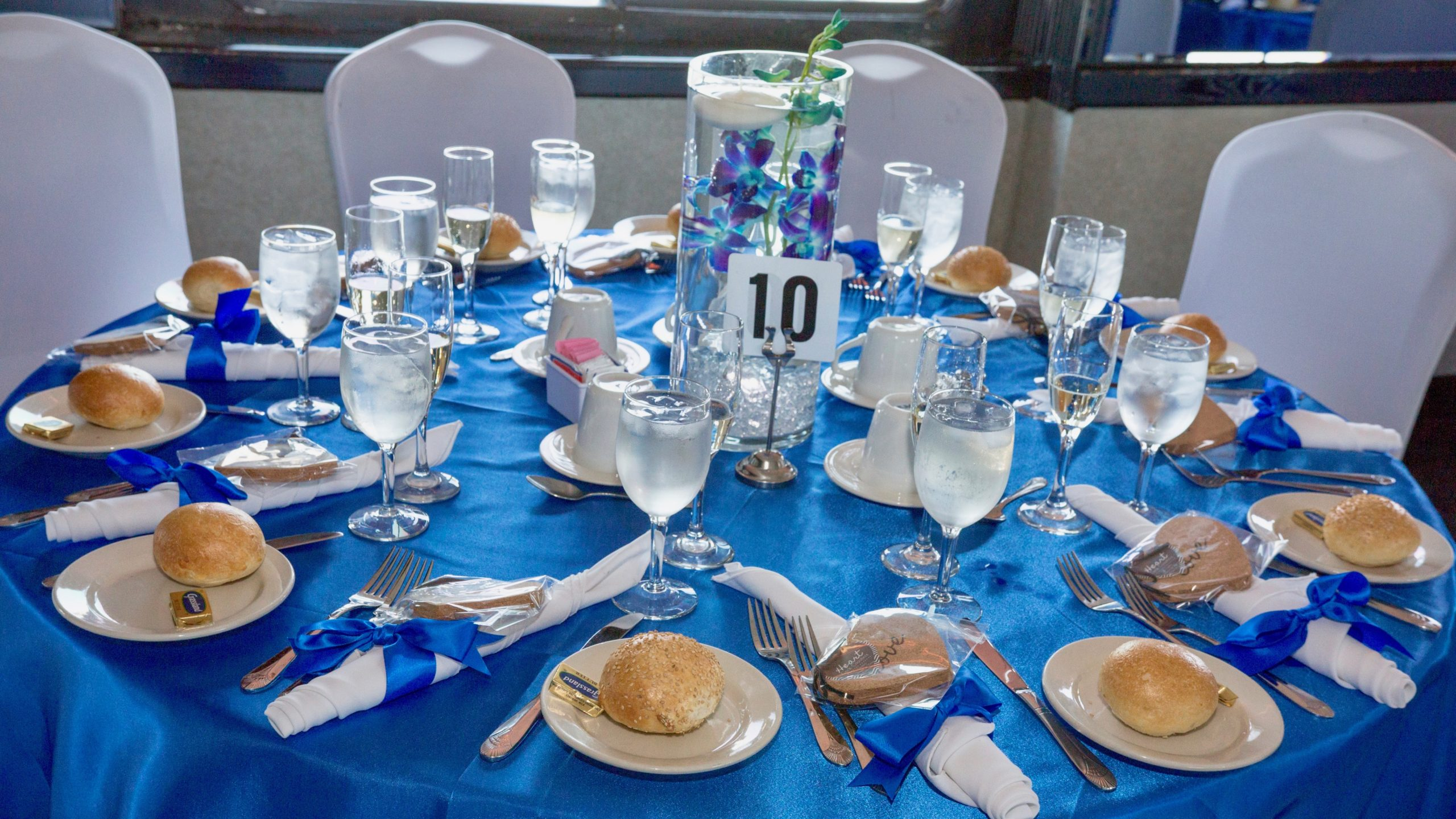 blue mitzvah table